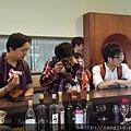 國際媒體團藏酒參訪 (2).jpg