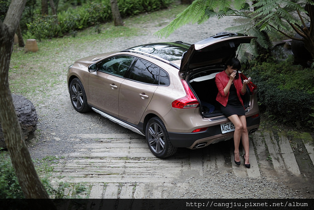 VOLVO V40 Cross Country 藏酒輕旅行