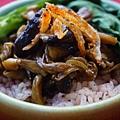 櫻花蝦野菇紅麴飯.JPG