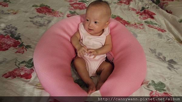 小寶寶與樂活枕.JPG