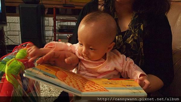 雪莉看書.JPG
