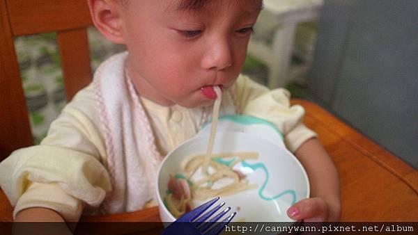 雪莉吃麵麵 (1)