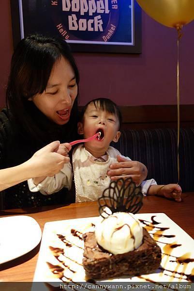 雪莉吃冰淇淋