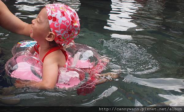 201310雪莉泡湯玩水 (3)