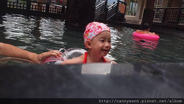 201310雪莉泡湯玩水 (4)