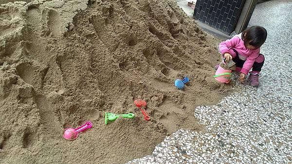 雪莉玩沙~3y (2)
