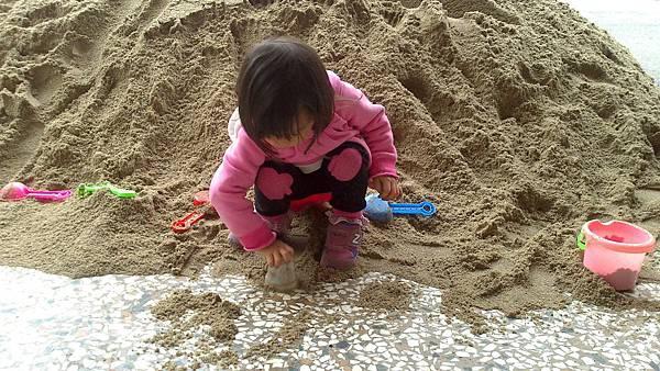 雪莉玩沙~3y (4)