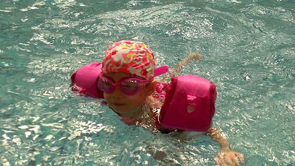 歡樂泳池~雪莉&小波妞 (11)