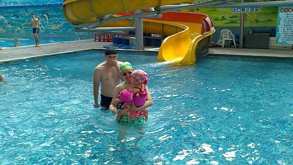 歡樂泳池~雪莉&小波妞 (6)
