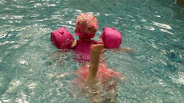 歡樂泳池~雪莉&小波妞 (10)