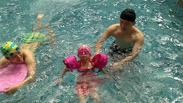 歡樂泳池~雪莉&小波妞 (12)