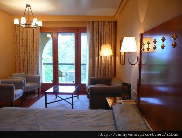 隆達古堡旅館