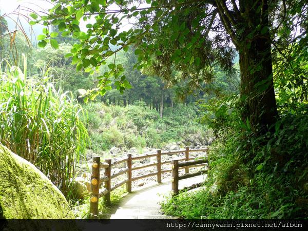 溪流沿溪步道