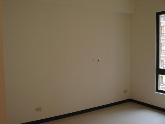 主臥床頭牆壁(裝潢前)
