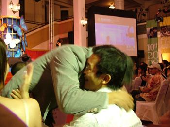 秦師父熱情的擁抱