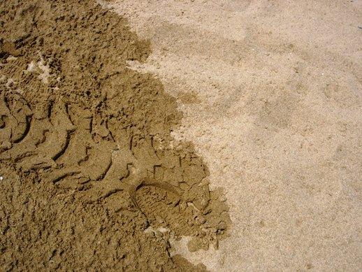 灑了水和沒沾水的純熱沙,天堂與地獄呀!