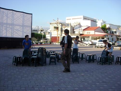 我們要在電影開頭的西門~旁邊廣場放映。