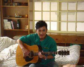 范逸臣在墾丁接受香港媒體拍攝照