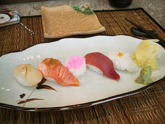 干貝.鮭魚.蝦鬆.黃鰭鮪.花枝