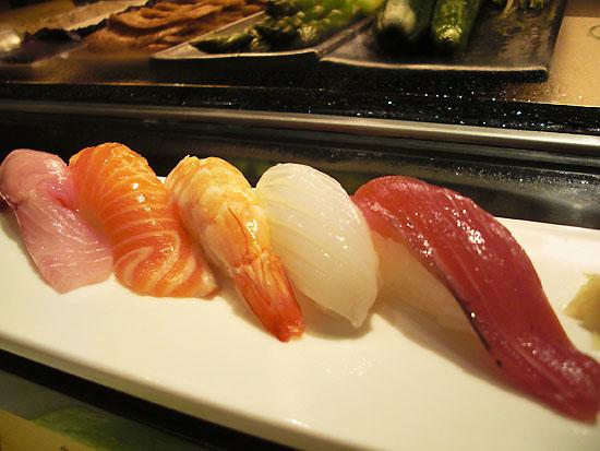 左到右--紅甘‧鮭魚‧鮮蝦‧花枝‧鰹魚