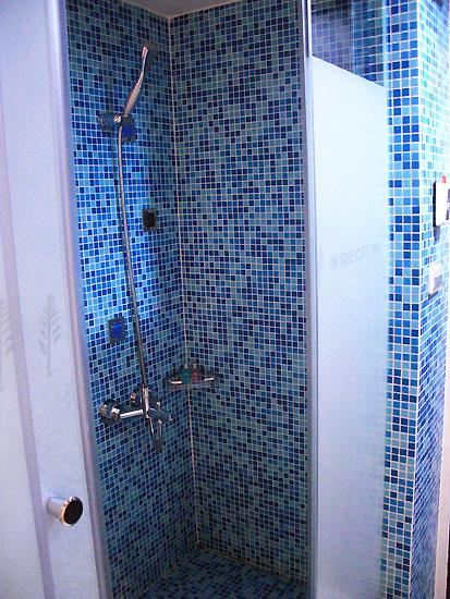 浴室右-淋浴
