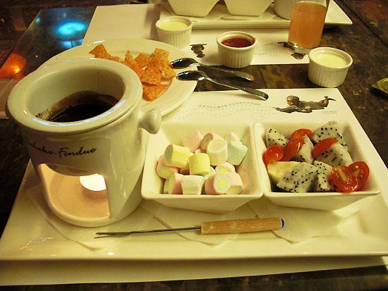 下午茶主菜登場--巧克力鍋