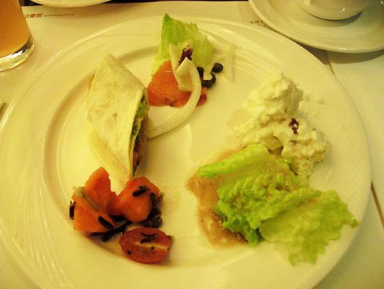 薰鮭魚沙拉、馬鈴薯沙拉、凱撒沙拉、水果沙拉、墨西哥卷餅