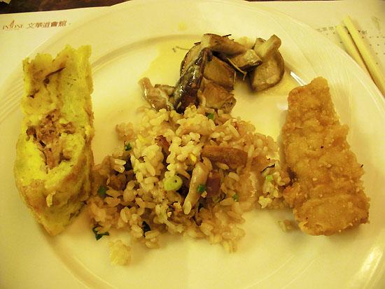 奶焗菇、卡拉炸雞、炒飯、蛋包肉