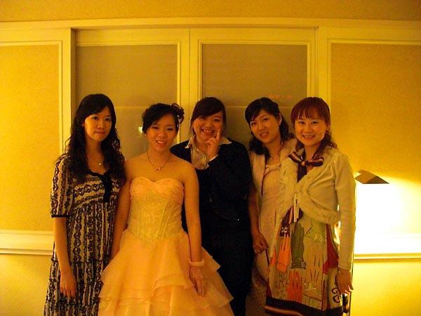 在新娘休息室