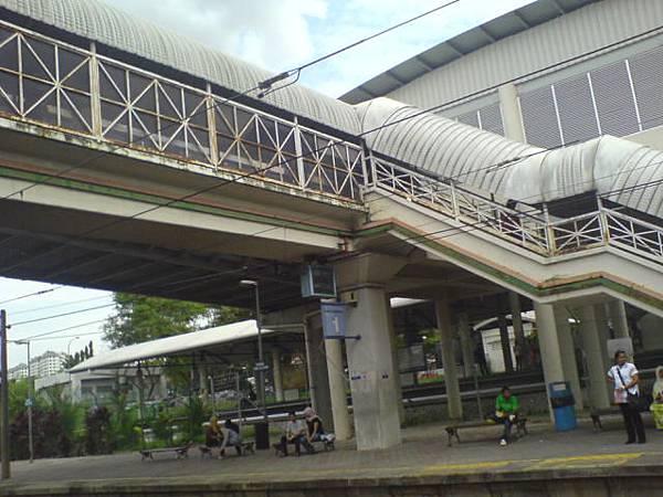 好舊的KTM電車站…