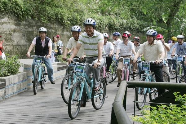 縣長騎單車