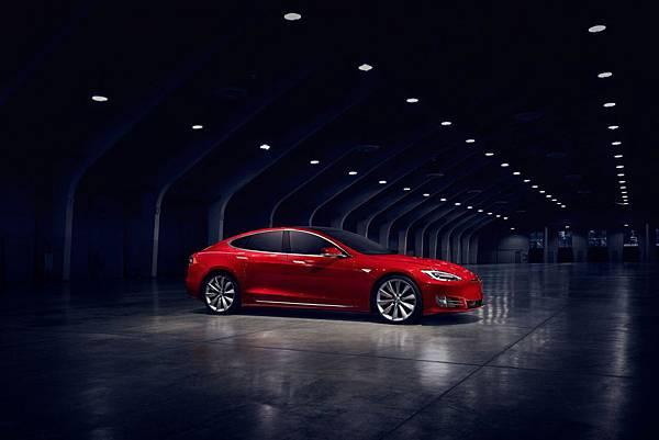 神級改造!Tesla 推出 0 到 100 km/h 僅 2.5 秒的 Model S P100D Ludicrous Mode