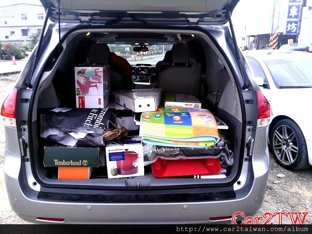 豐田Toyota Sienna是許多華僑從美國行李搬家回台灣最常運回台灣車款