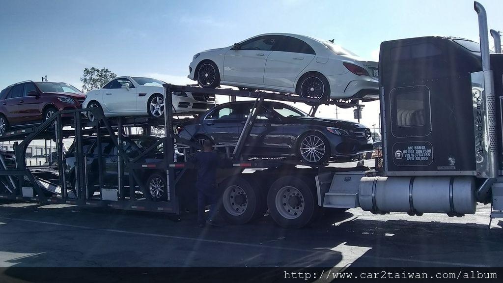 car2tw在美國的拖車,夠大吼!!