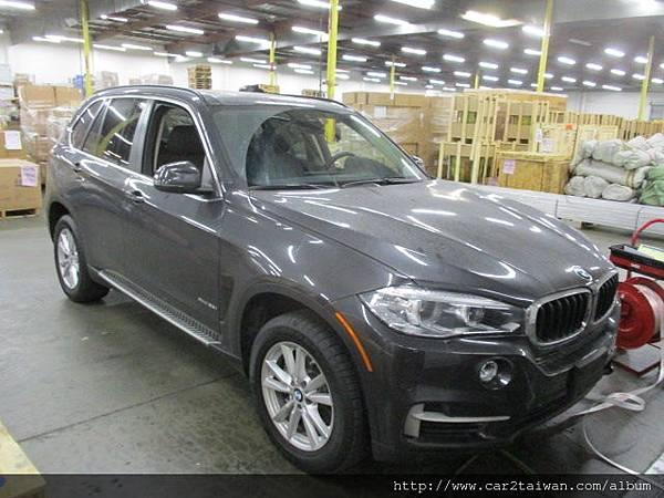 王小姐的外匯車BMW X5 xDrive35i 在美國倉庫拍照