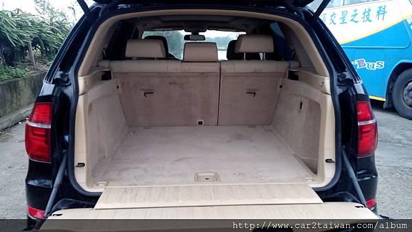 王小姐的外匯車BMW X5 xDrive35i 車內空間真大