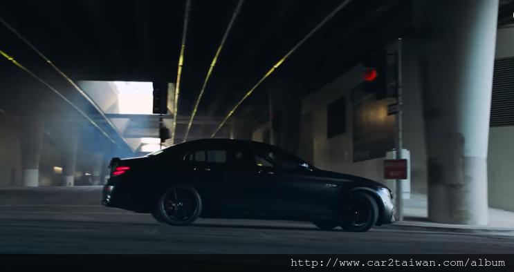 AMG C63S的介紹影片
