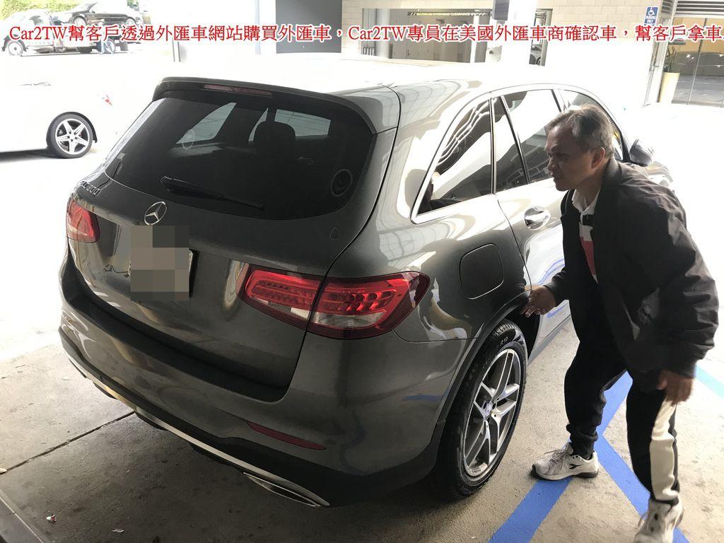 竹北王大哥委託Car2TW代購的外匯車,Car2TW專員來到了美國外匯車商的公司,在確認這臺車內外有無大刮傷、配備是否有損壞、功能是否正常等等