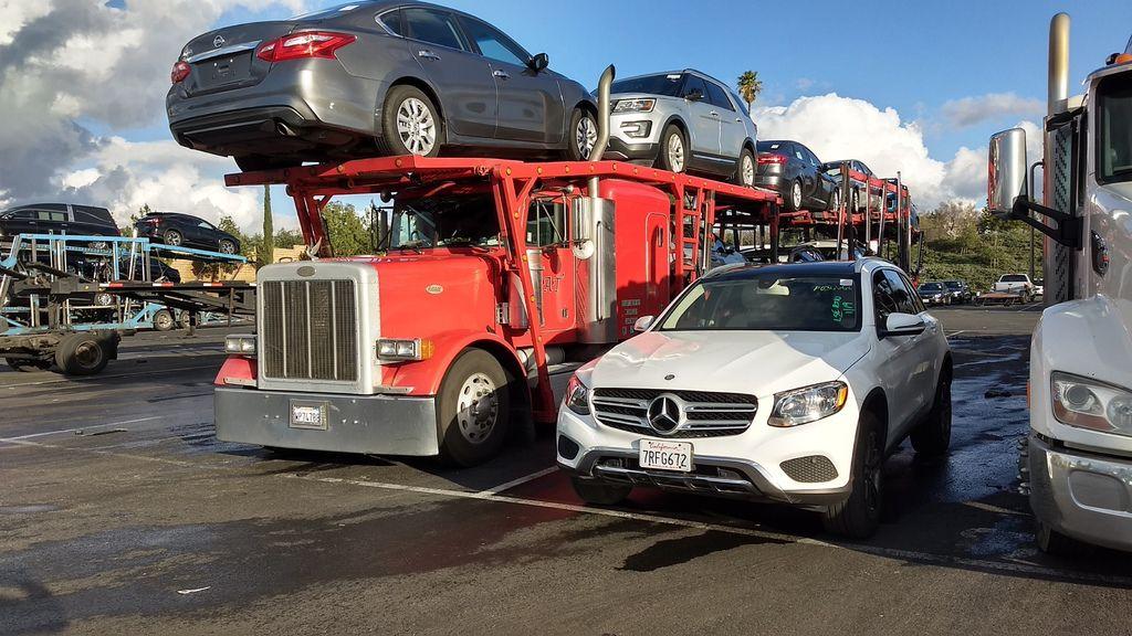 圖片中這台賓士GLC300休旅車想從美國舊金山運車到台灣會不會水土不服?回到台灣要加什麼油品呢?英里可以改公里嗎?其實這些問題都不要擔心,Car2TW成立代辦進口車公司超過10年時間,哪些車輛能夠進口到台灣哪些車輛不行都會清楚告訴客戶,事先評估價格費用,賓士GLC300絕對是超級划算運車到台灣車款選擇,如果有留學生身分利用留學生條款規定還可以節省關稅及驗車費用喔