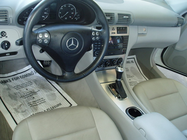 2005 Mercedes-Benz C230 10.jpg