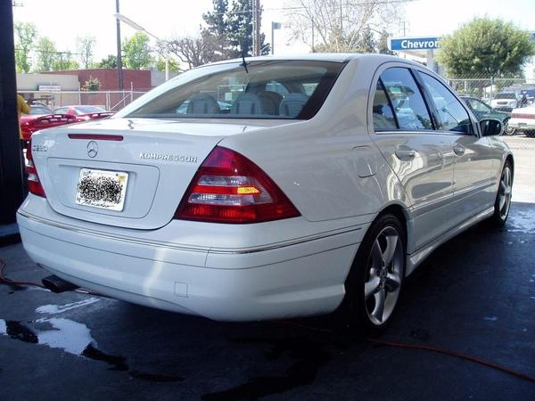 2005 Mercedes-Benz C230 1.jpg