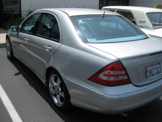 2005 Mercedes-Benz C230 silver 2.jpg