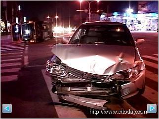 禍不單行!車禍坐救護車再被撞二度受傷 1