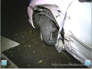 凌晨兩起計程車車禍 一撞電桿釀1傷 一撞進ATM引虛驚 2