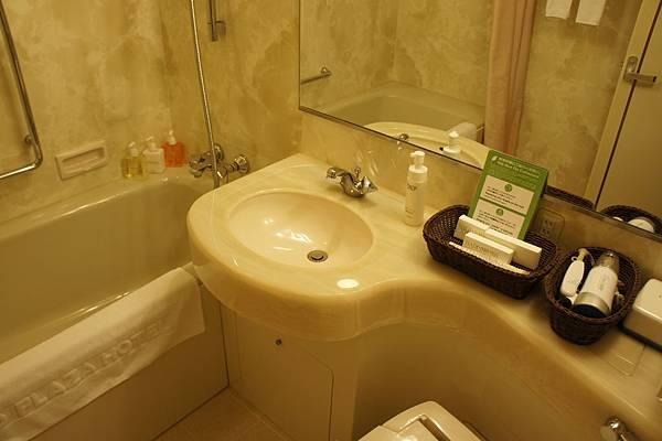 浴室還算大,不過就很普通
