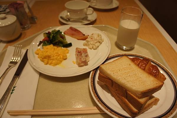 京王早餐,soso,而且4天都在同一間餐廳,快吐血了~~