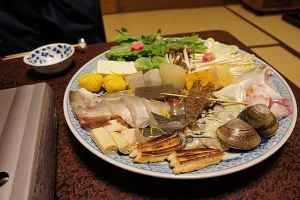 今日主菜為魚貝類鍋