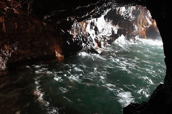 三段壁是以前熊野水軍藏船的洞窟