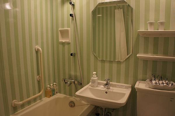浴室也是淡綠色系