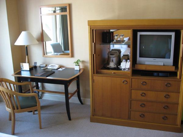 房內的陳設很傳統,少了一點設計感,不過住起來還蠻舒服的